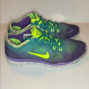 Nike women's size 6.5 FUN colors and comfy